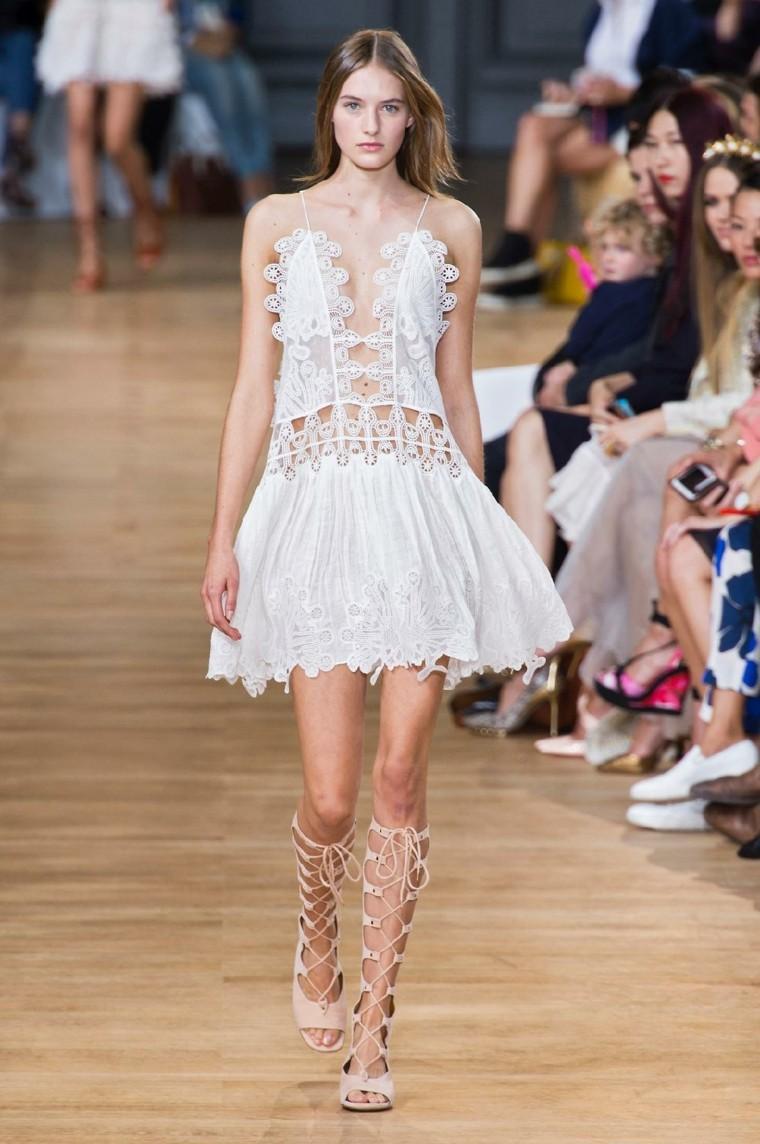 estupendo vestido blanco corto agujeritos