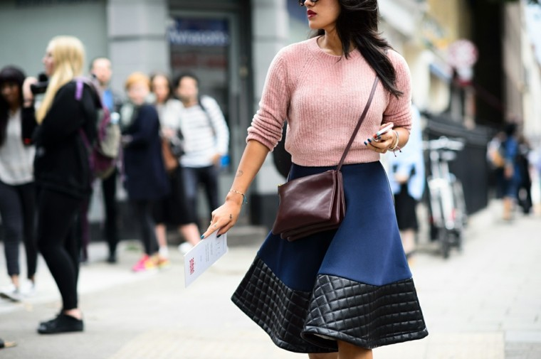 falda moderna azul negra jersey rosa