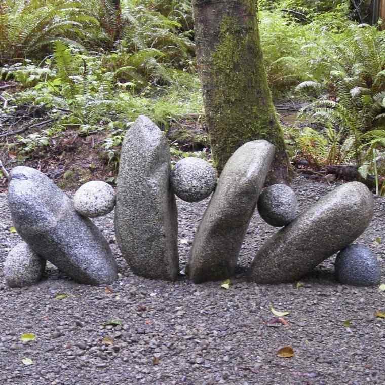 figura hecha rocas piedra redondas