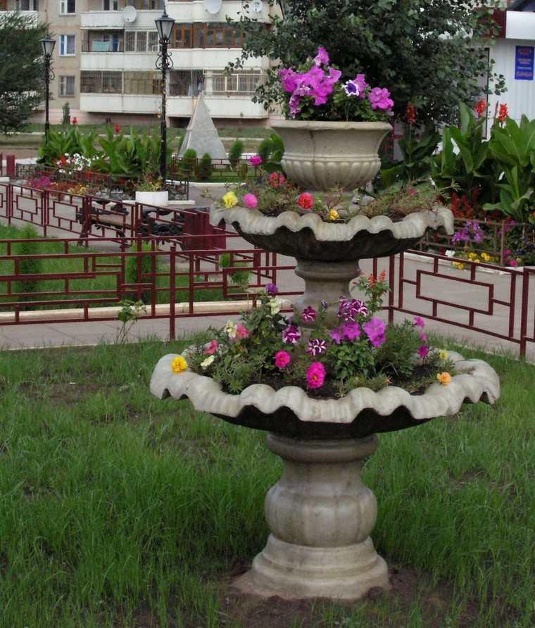 flores bonitas fuente jardin ideas modernas