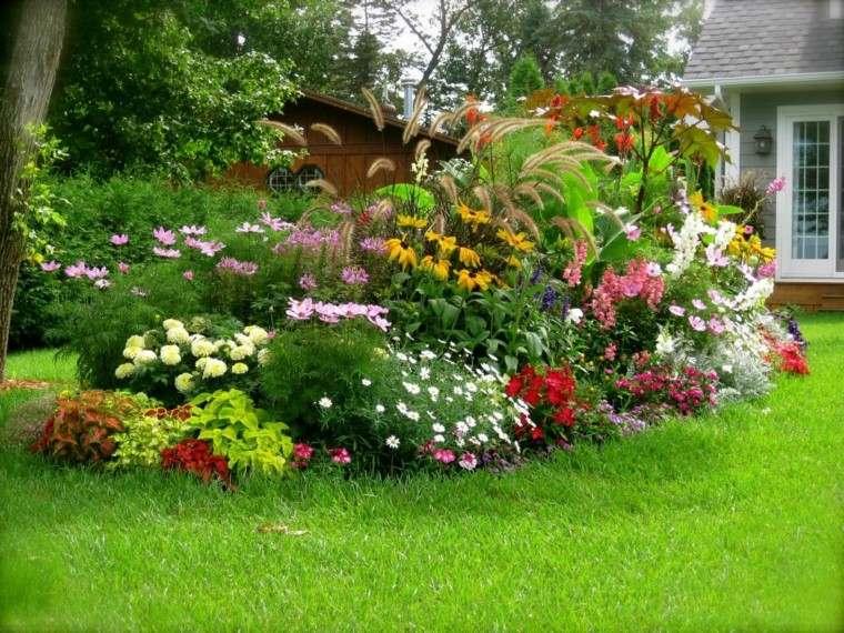 flores bonitas rodeadas cesped ideas jardin grande