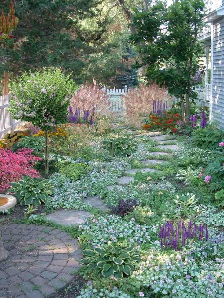 flores patio casa rocas adoquines