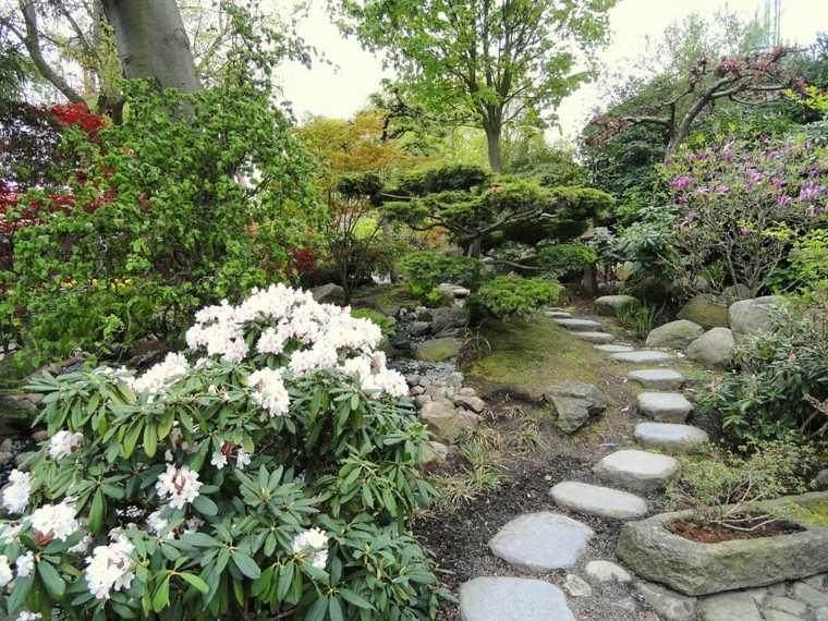 flores piedras diseño jardin rustico rocas