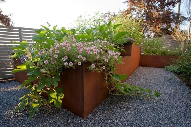 grande acero grava jardin jardinera flores