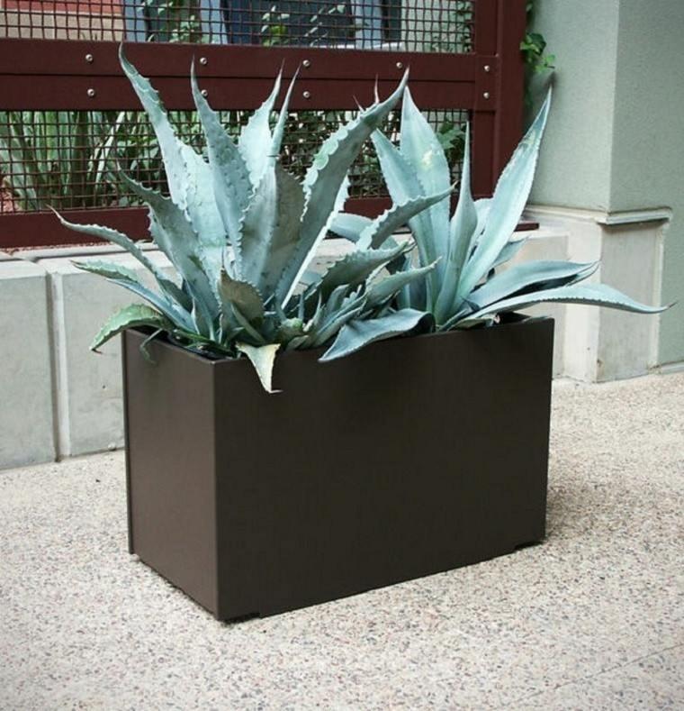 grande jardinera plantas grava metalica