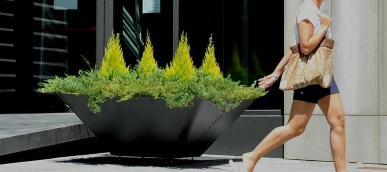 grande jardinera publico espacio metal