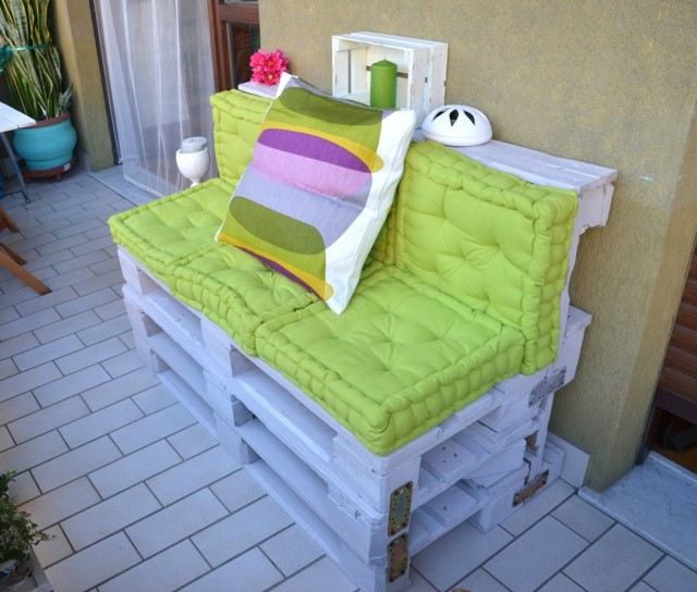 idea terraza palets moderna cojines verdes blanco