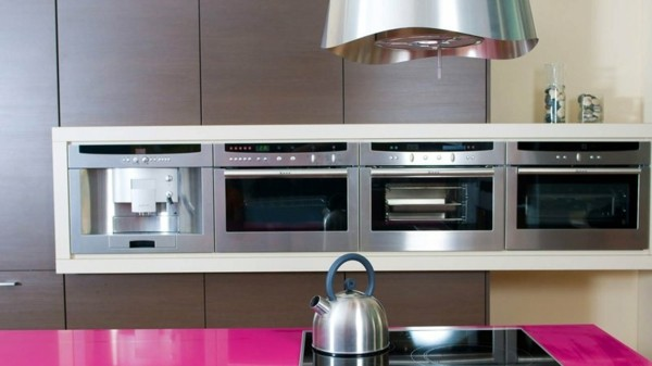 cocinas con isla color rosa