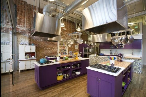 cocinas con islas violetas
