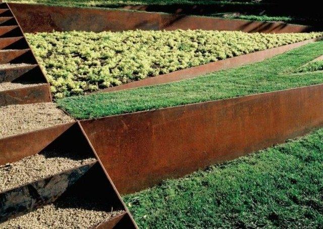 jardin borde plantas cesped terraza colina