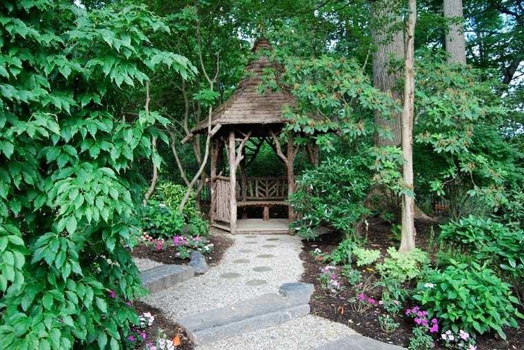 jardin camino casa madera rocas