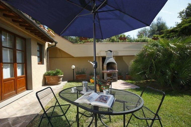 jardin chimenea muebles acero colores negro sombrilla ideas