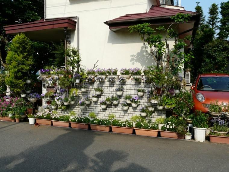 jardin colgante valla blanca muchas macetas ideas