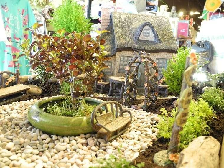 jardin miniatura macetero roto verde