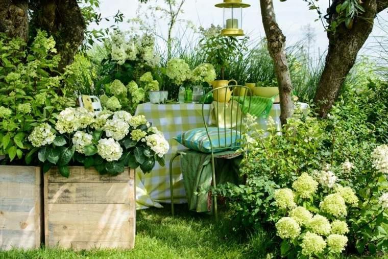 jardin moderno colores verdes plantas blancas ideas