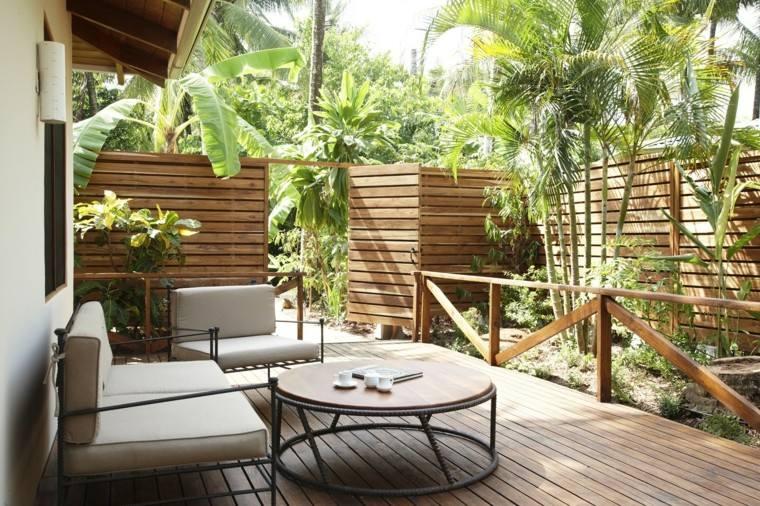 jardin moderno diseno valla madera palmeras estilo tropical