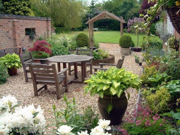 jardin muebles madera piedras macetas grandes decoracion ideas