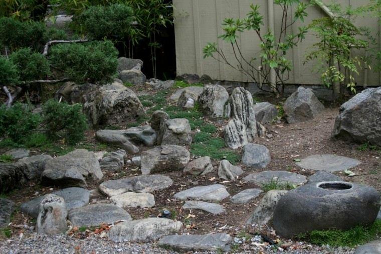 jardin oriental muchas piedras rocas