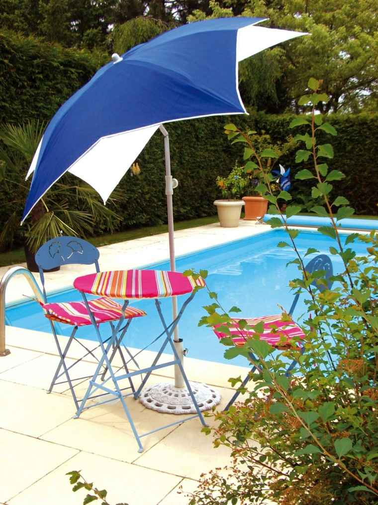 jardin piscina mesa sillas plegables sombrilla ideas