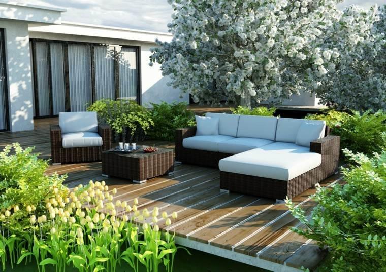 jardin suelo madera muebles rattan cojines blancos suelo madera