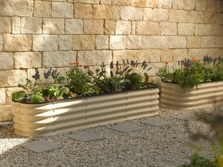 Decoracion terrazas y patios lo natural est de moda - Tipos de jardineras ...