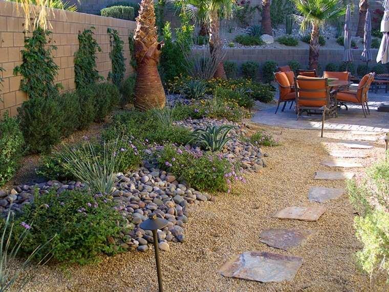 Jardines peque os y patios traseros de dise o nico for Decoracion de patios y jardines pequenos