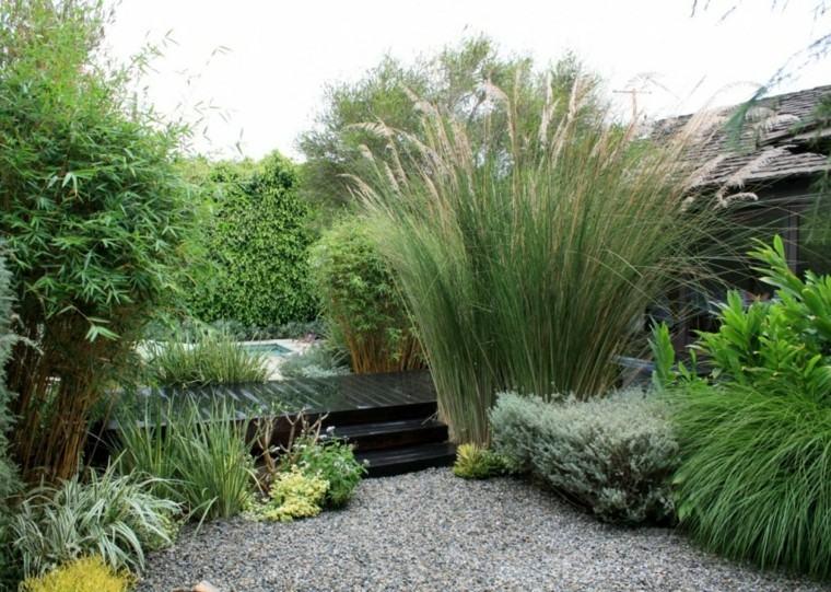 jardines zen muchas plantas hierba