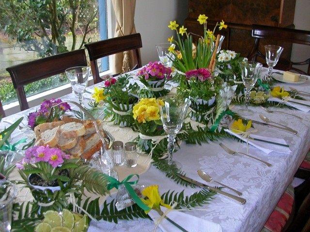 la primavera mesa hojas muchas flores combinacion genial