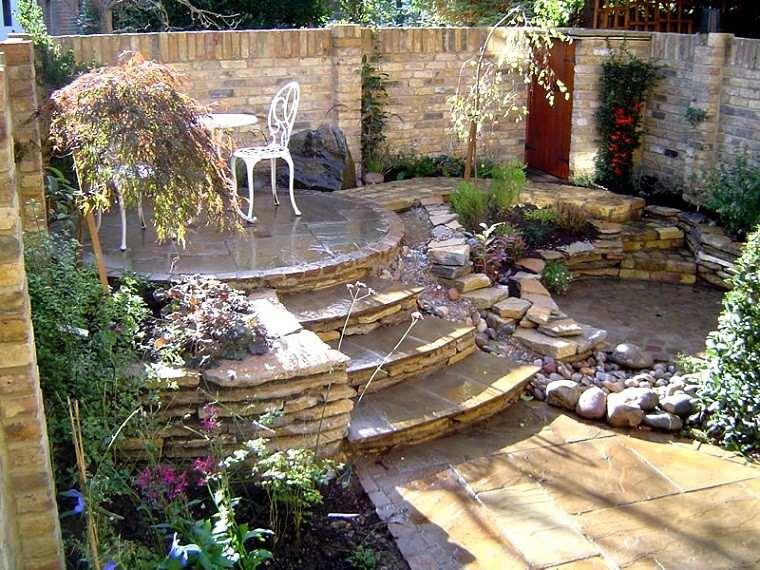 link foto jardin madera escaleras