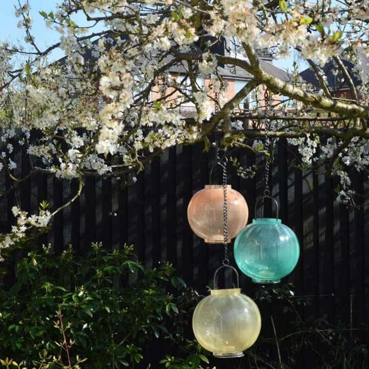 linternas colgantes flores patio esfericas