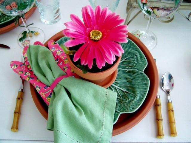 maceta flor rosa plato bonito mesa regalo