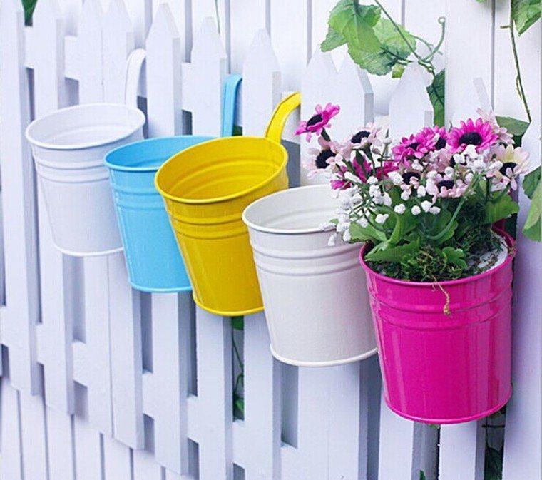 macetas colores plantas blanco accesorios