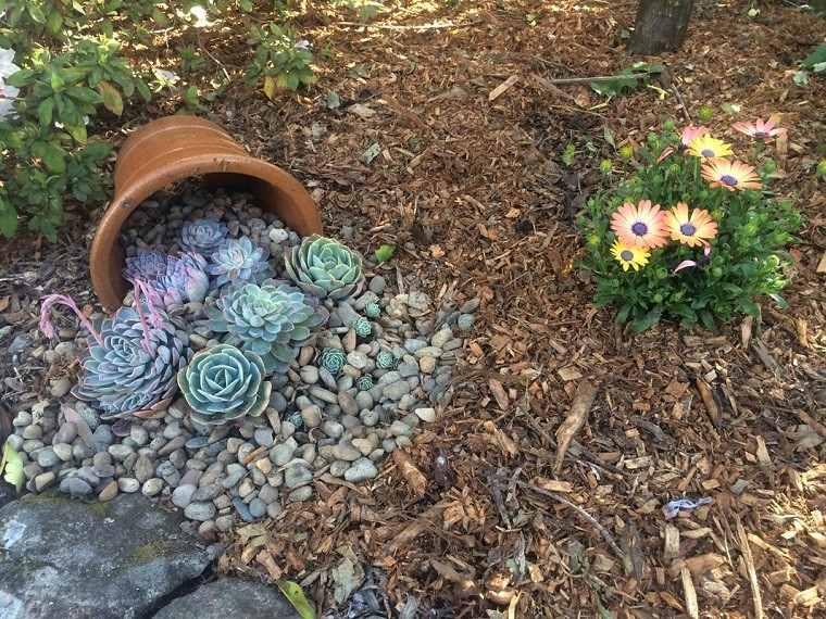 macetero barro volcado adorno plantas