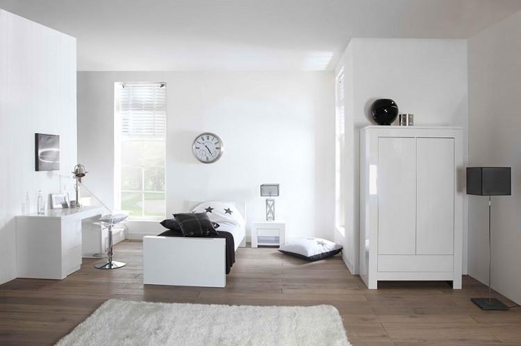 madera blanco reloj alfombra jarron