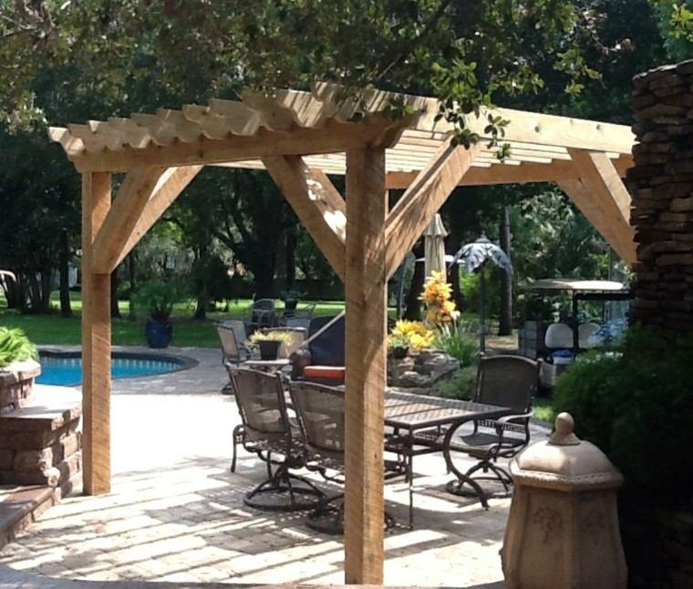 madera pérgola sillones metal ladrillos