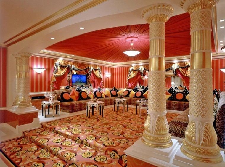 marruecos salon columnas colores vibrantes ideas