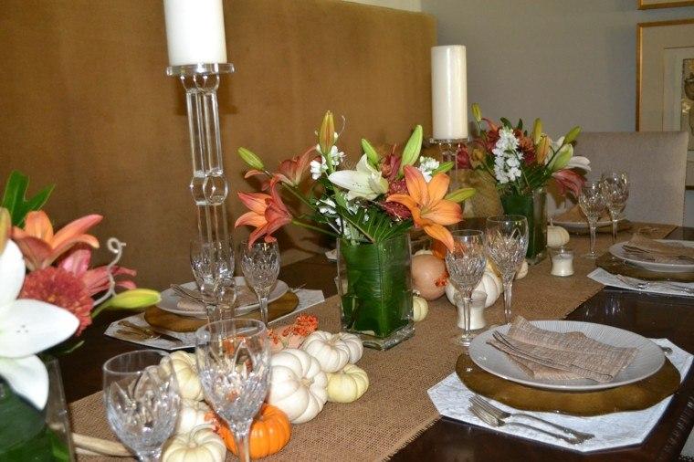 mesa con decoración flores copas velas