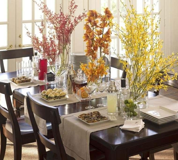 mesa con decoración flores espigas jarron