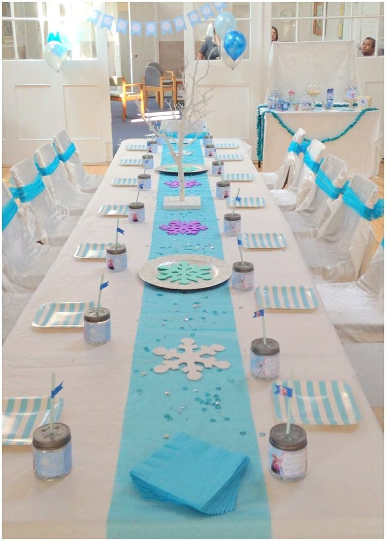 mesa decorada cumpleanos nina tema invierno blanco azul