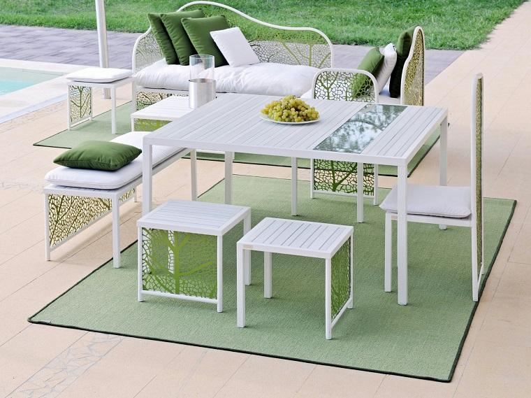 Mesas para el jard n esticas practicas modernas for Sillas para tomar el sol