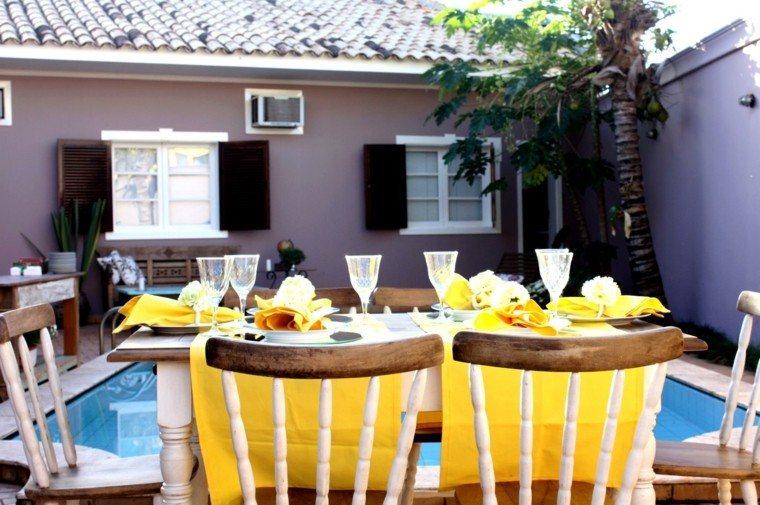 mesa madera blanca mantel amarillo vibrante ideas