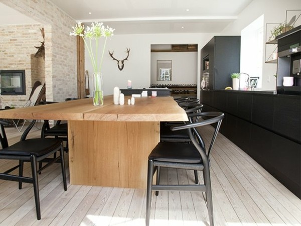 mesa madera grande cocina negra