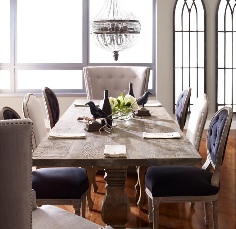 mesa madera sillas terciopelo azul sillon blanco ideas