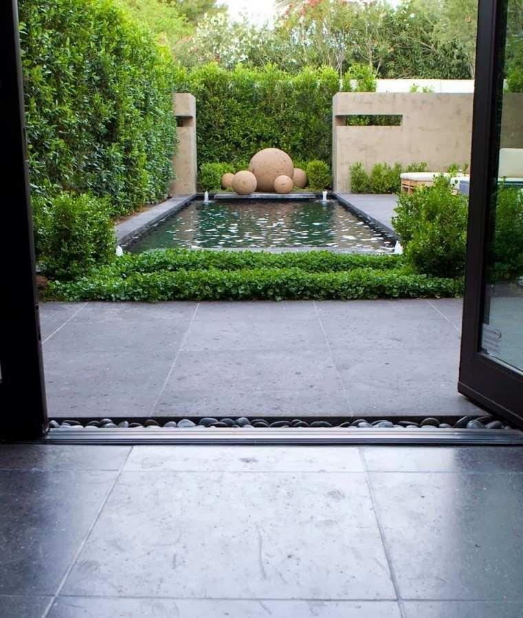 minimalista jardin esferas estanque diseño