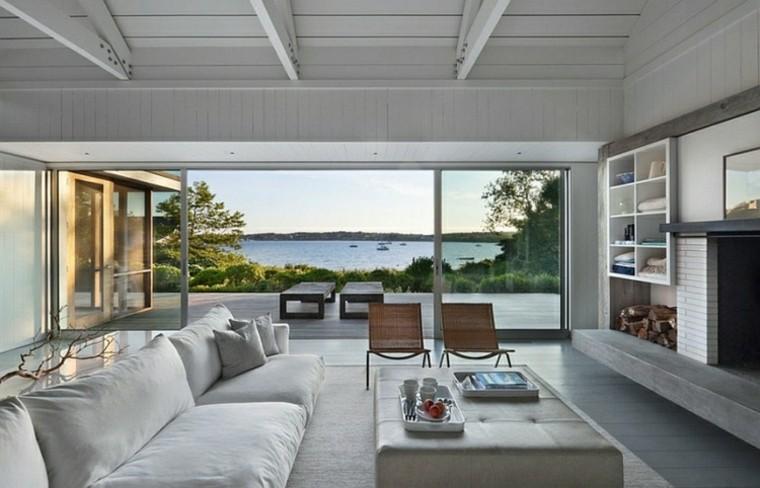 minimalista mesa tumbonas playa gris