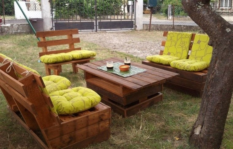 Mobiliario de jard n con palets exclusividad en tu patio for Sofa exterior reciclado