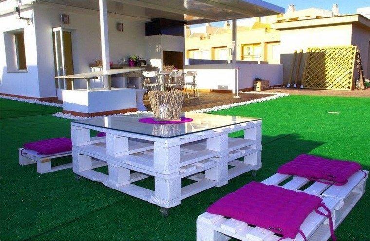 Mobiliario de jard n con palets exclusividad en tu patio for Jardin colgante con palets
