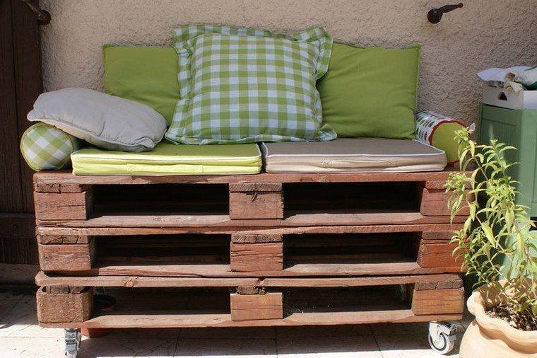 mobiliario debjardin con palets cojines plantas cojines plantas