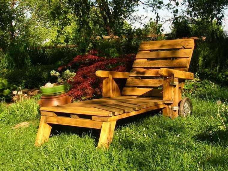 mobiliario de jardin con palets tumbona ruedas macetas