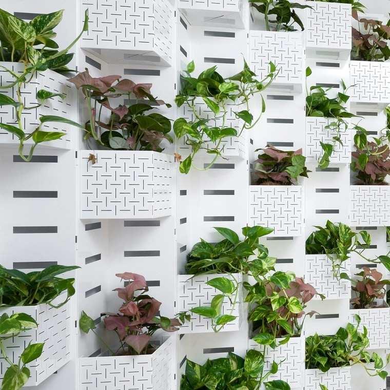 moderna estructura blanca jardinera vertical